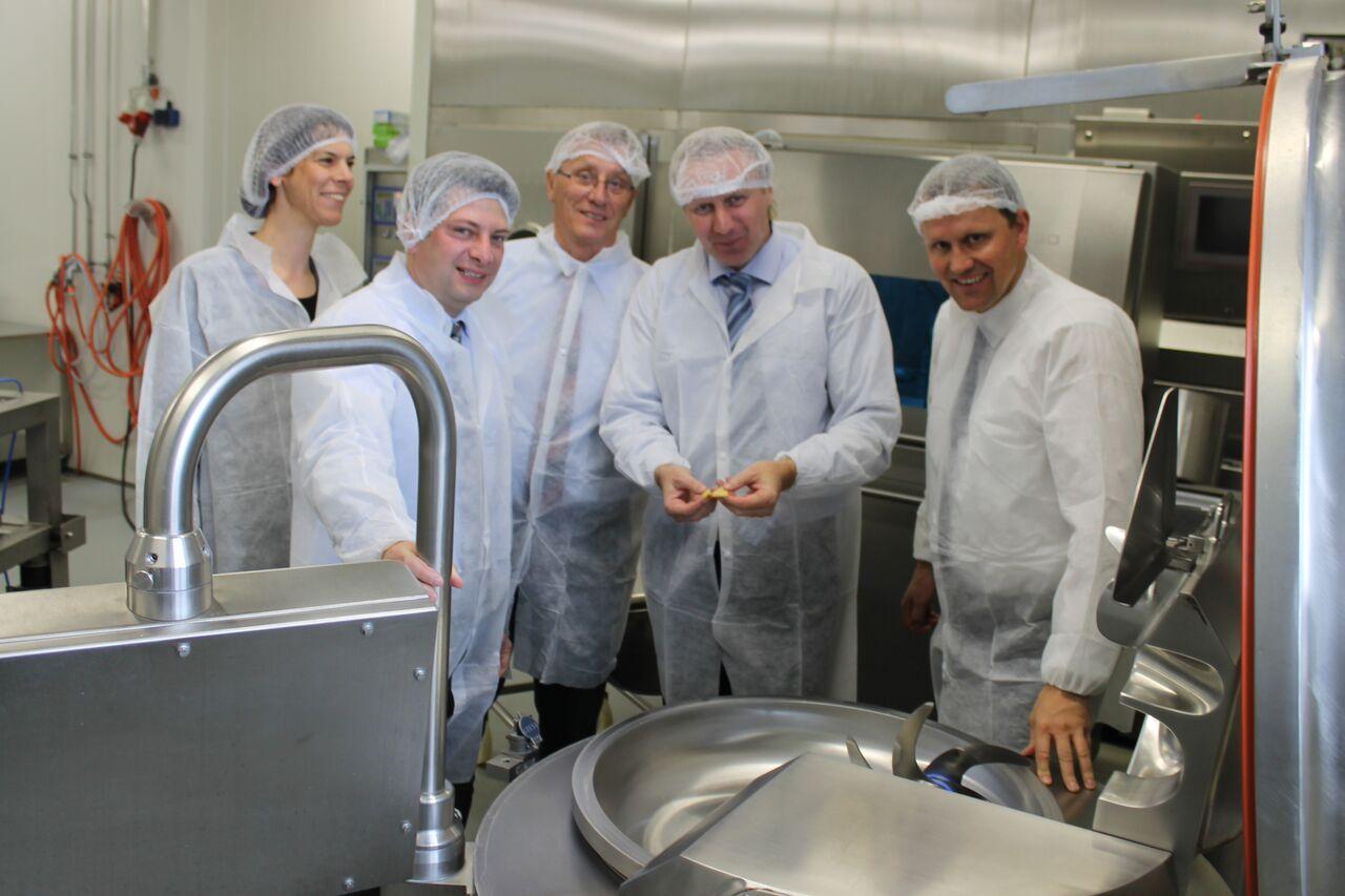 """2015: Mit dem Europaabgeordneten Jens Gieseke im """"Deutschen Institut für Lebensmitteltechnik"""" (DIL) in Quakenbrück."""