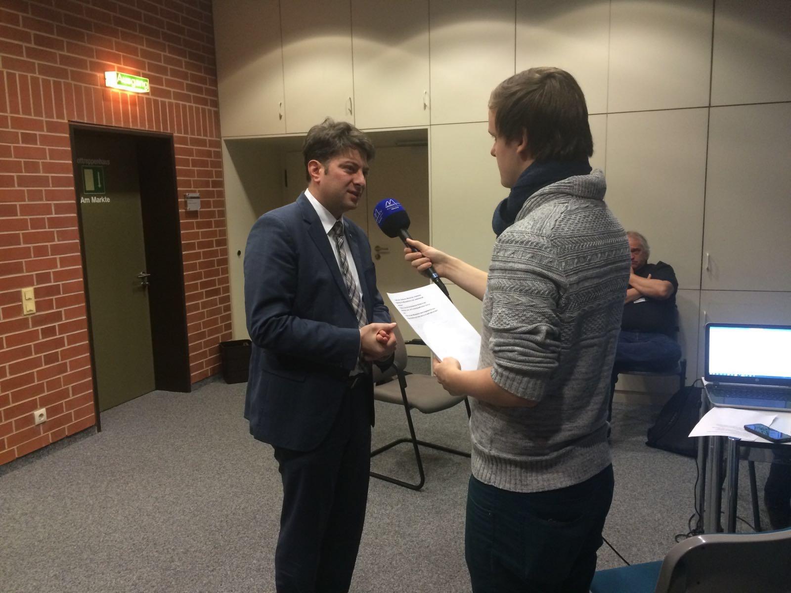 Interview mit der Medienwerkstatt Berufsbildender Schulen aus Hannover am Rande des Plenums.