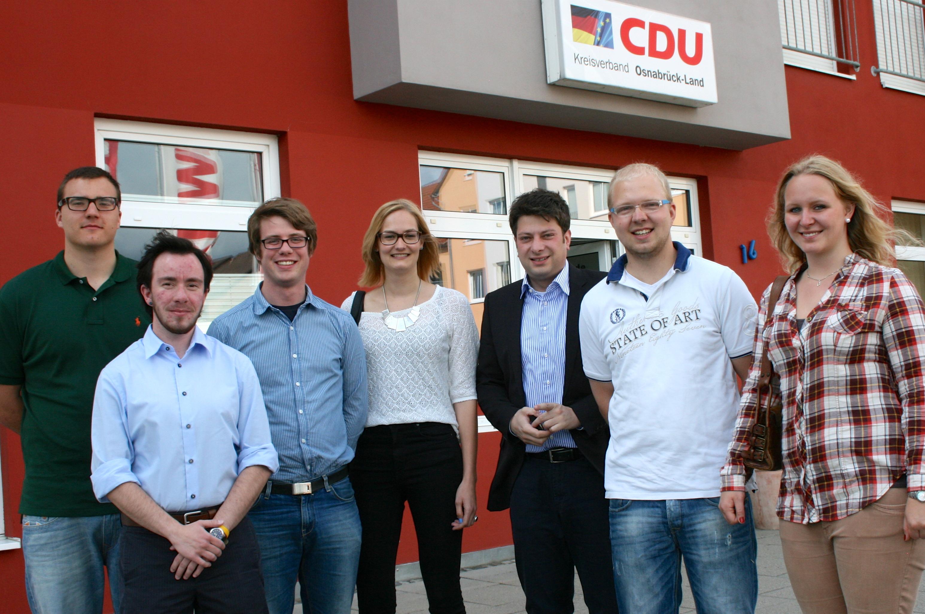 Start der Talentschmiede: CDU-Kreisvorsitzender Christian Calderone (3. von rechts) begrüßte sechs Jugendliche aus dem Landkreis Osnabrück im Nachwuchsförderprogramm der CDU in Niedersachsen. Foto:CDU