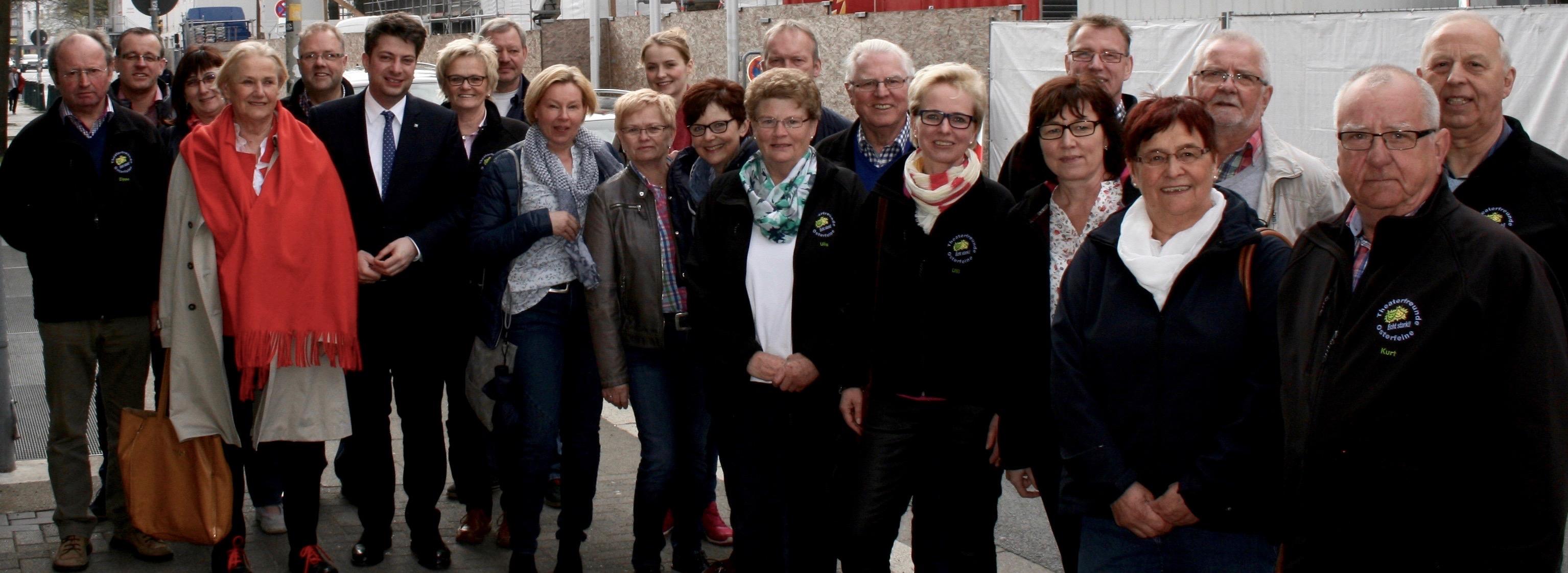 Die Theaterfreunde Osterfeine zu Besuch im Landtag. Foto: Büro Calderone