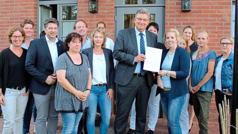 """Ihre Forderungen übergaben die Vertreter dreier Großtagespflegen bei einem Besuch im Haus """"Bullerbü"""" in Nortrup an Kreisrat Matthias Selle."""