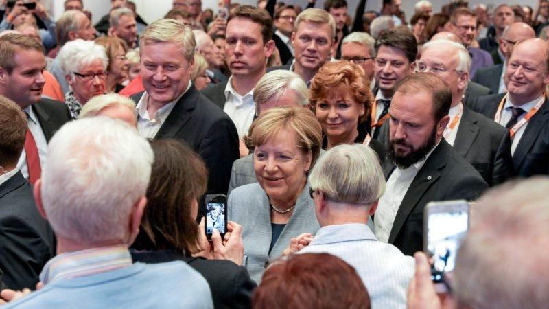 Angel Merkel bei ihrer Ankunft in der Osnabrückhalle.