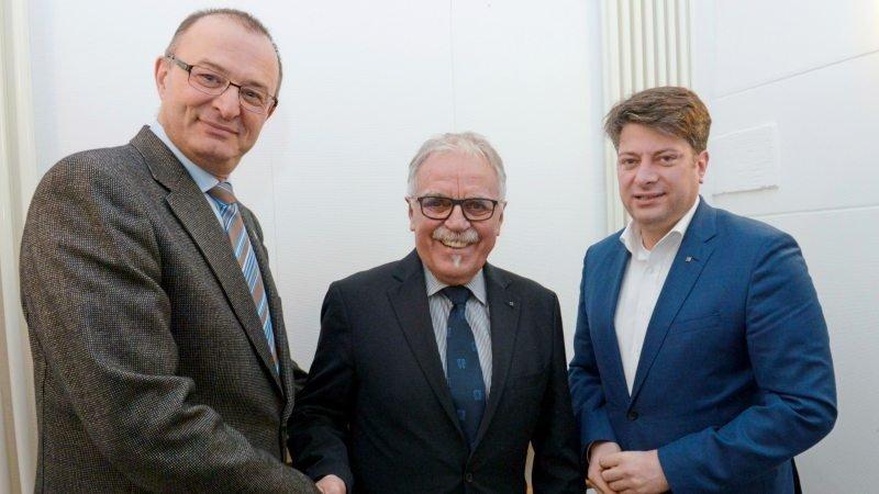 Dem neuen CDU-Ehrenvorsitzenden Wolfgang Becker (Mitte) gratulierten Matthias Brüggemann (links) und Christian Calderone.