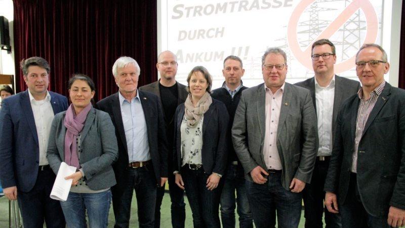 Die Teilnehmer: Christian Calderone, Filiz Polat, Horst Kortlang, Sönke Kamm, Diana Pohlmann-Geers, Christian Pohlmann-Geers, Detert Brummer-Bange, Klaus Menke, Reinhold Heidemann (von links).