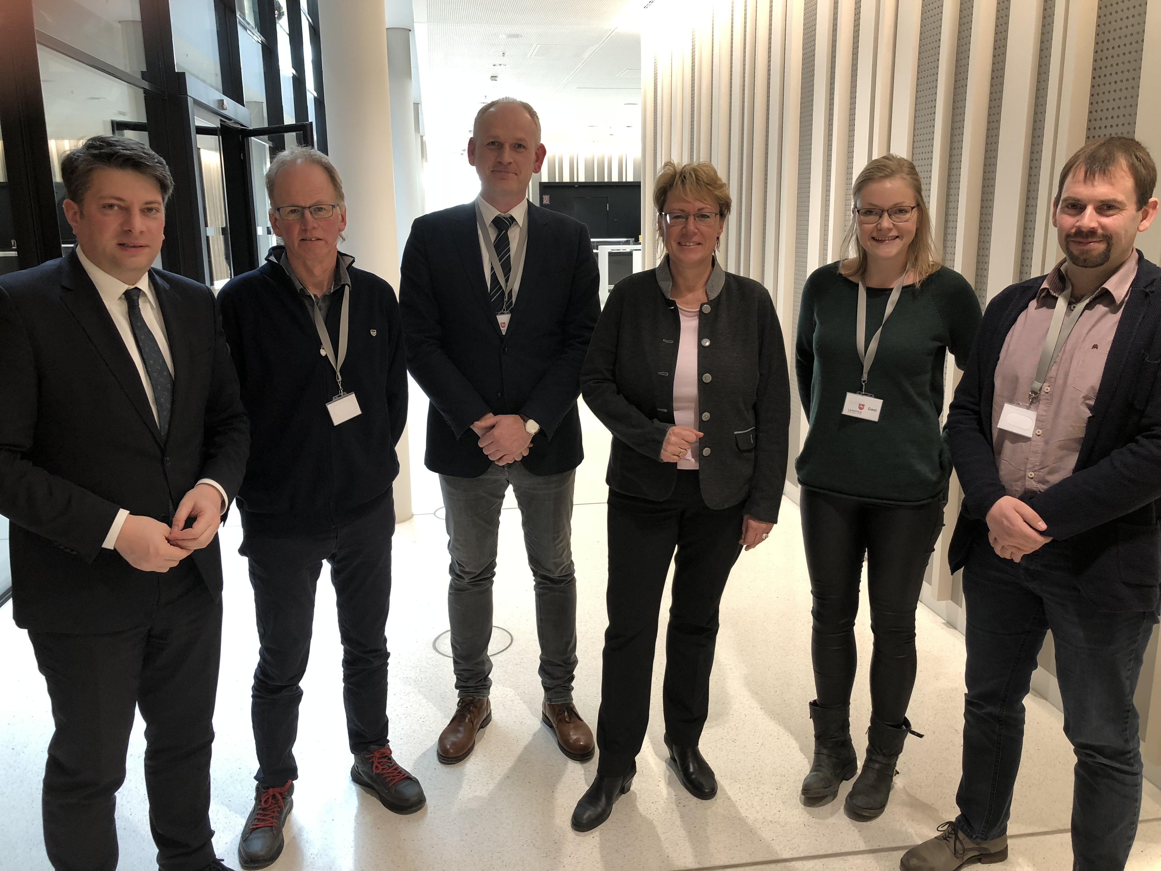 Gespräch mit Barbara Otte-Kinast (3. von rechts) auf Vermittlung des örtlichen Landtagsabgeordneten Christian Calderone (links): In Hannover trafen Vertreter der AGV und der Gemeinde Voltlage auf die neue niedersächsische Landwirtschaftsministerin.
