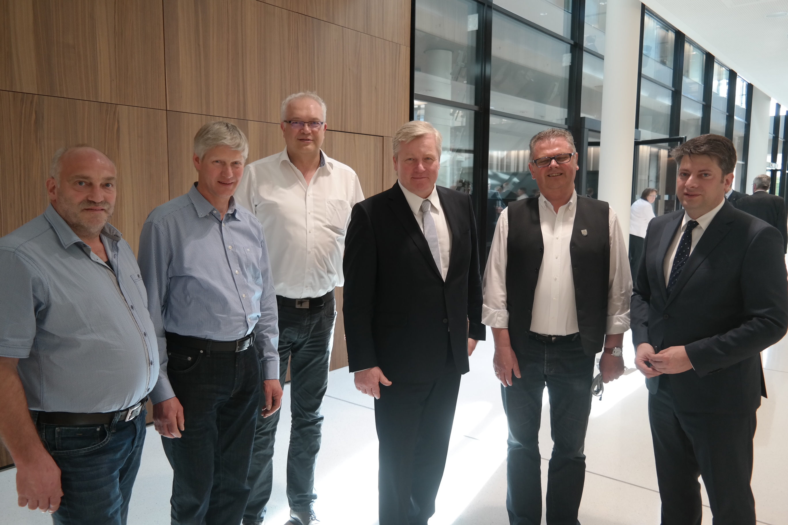 Auch ein Gespräch mit Vize-Ministerpräsident Bernd Althusmann stand auf der Tagesordnung des Besuches der Politvertreter aus Neuenkirchen-Vörden im Niedersächsischen Landtag.
