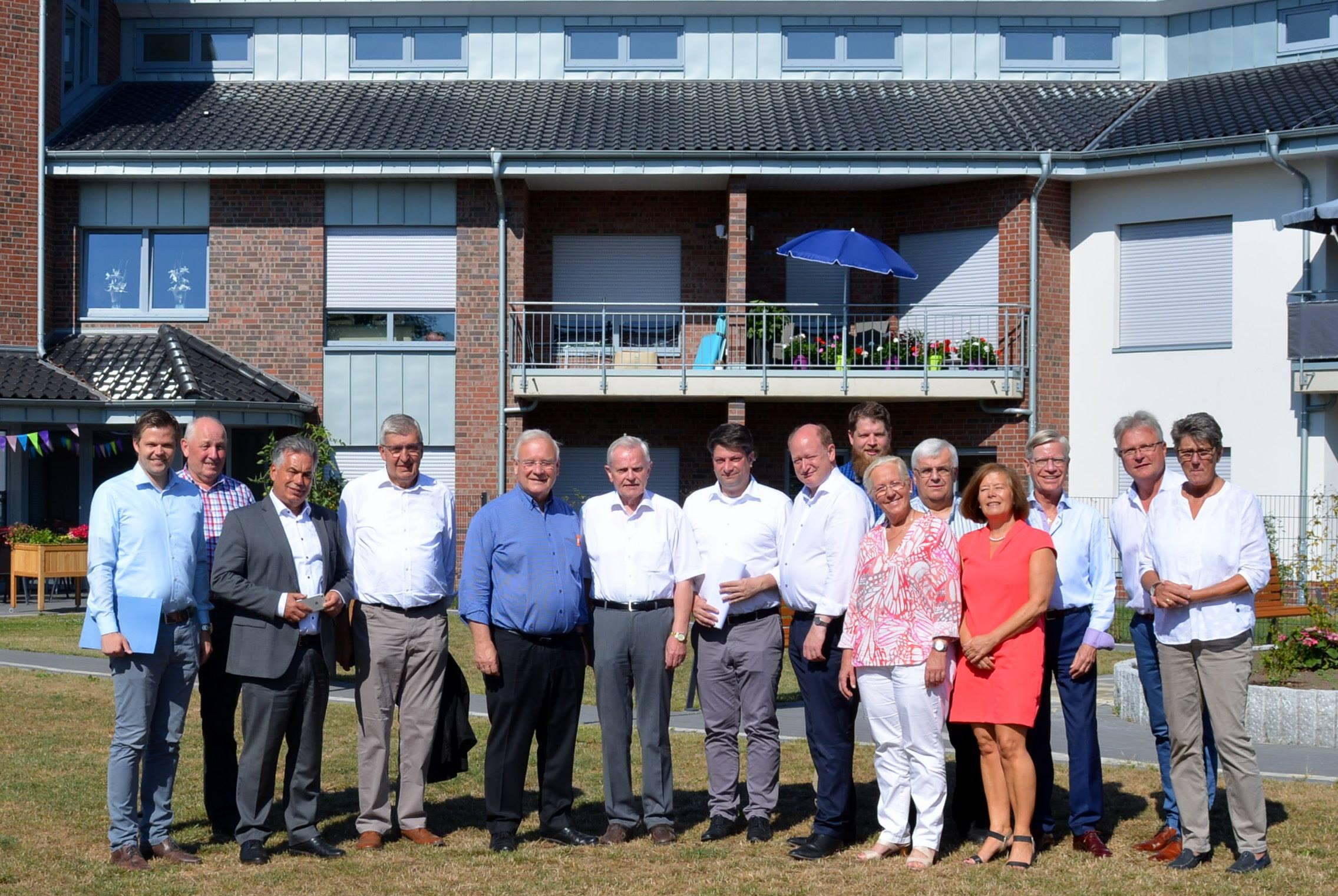 Besuch im Dorfgemeinschaftshaus Merzen: Die CDU-Landtagsabgeordneten aus Stadt und Landkreis Osnabrück, dem Emsland und der Grafschaft Bentheim machten auf Einladung des örtlichen MdL Christian Calderone im Rahmen ihrer Sommertour Station in Merzen.