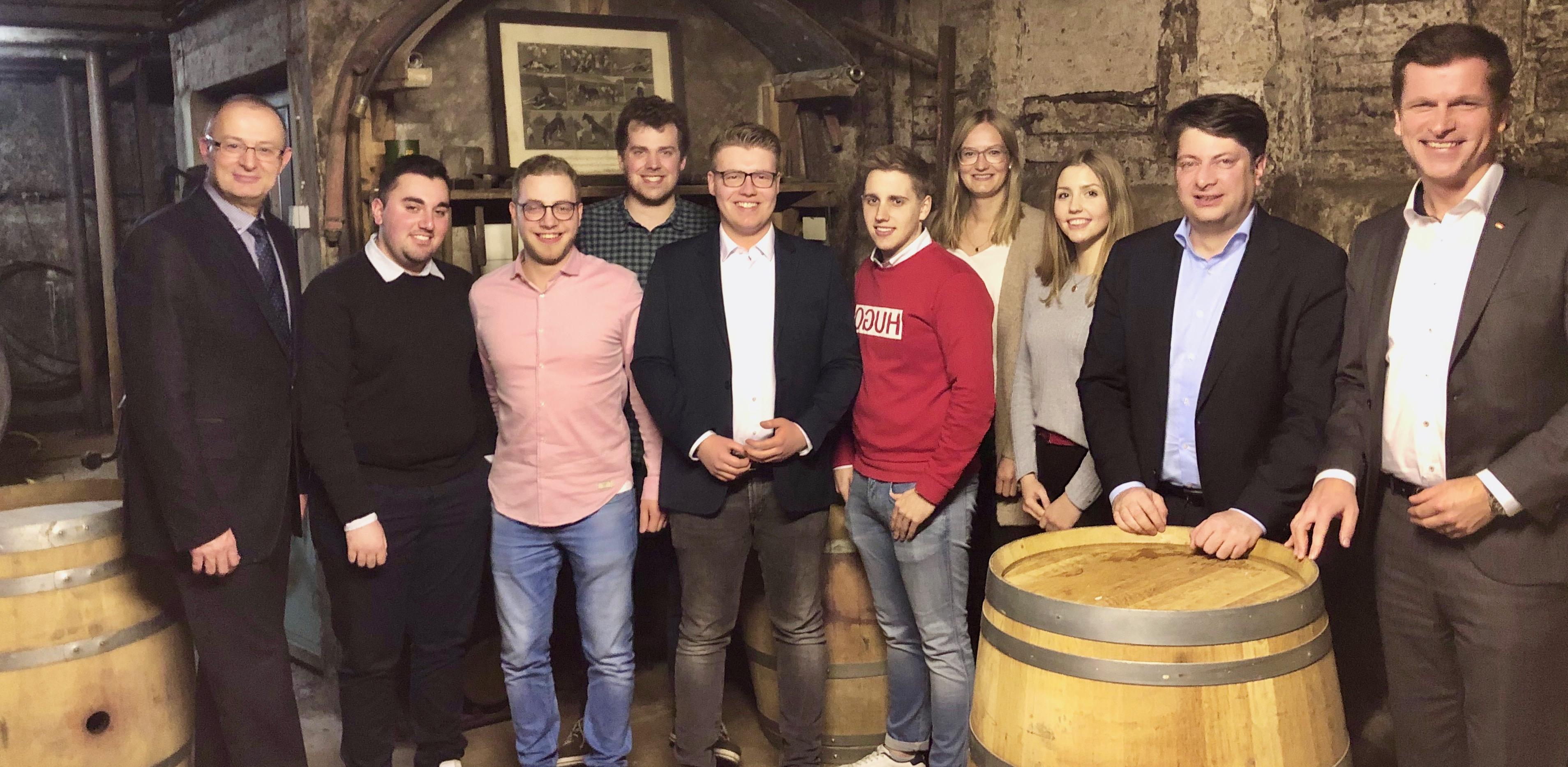 Mit der Jungen Union Artland auf dem Neujahrsempfang der CDU-Quakenbrück: CDU-Vorsitzender und Stadtbürgermeister Matthias Brüggemann (links) sowie die Abgeordneten des Bundes, Andre Berghegger, und des Landes, Christian Calderone (von rechts).