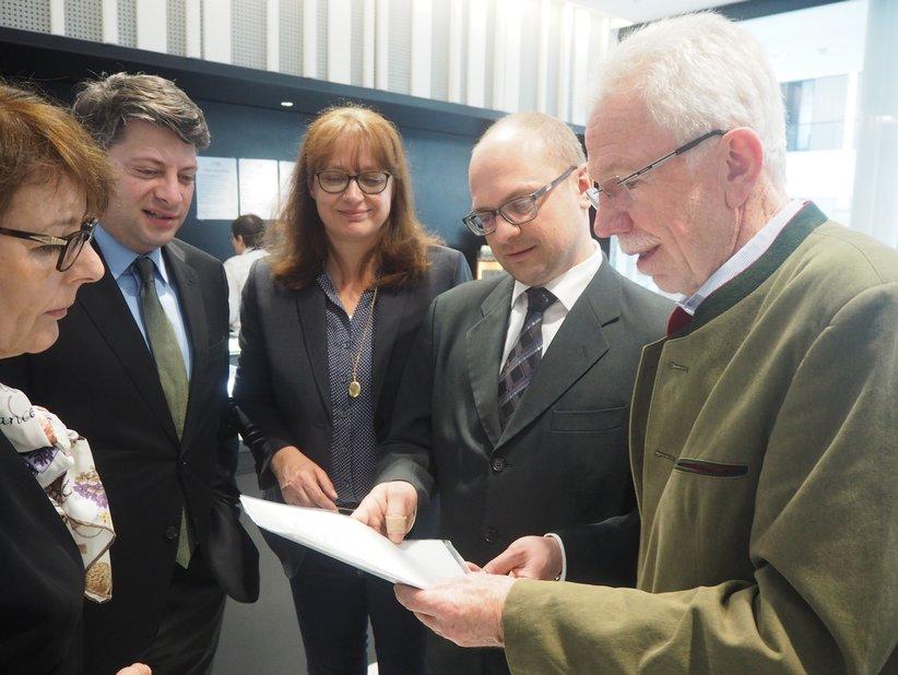 Unterwegs in Hannover (von links): die Landtagsabgeordneten Gerda Hövel und Christian Calderone (CDU) , die CDU-Kreistagsabgeordnete Meike Krüger, Bürgermeisterkandidat Eugen Görlitz und der stellvertretende Fraktionsvorsitzende der CDU Dissen Wolfgang Dettmer.