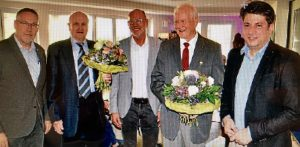 Gewürdigt: Über die Ernennung der beiden Ehrenvorsitzenden freuten sich (von links): Walter Goda, Josef Wawrzinek, Heinz Bröer, Egon S. Müller und Christian Calderone.