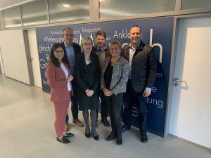 Der Arbeitskreis der CDU-Fraktion mit den Landtagsabgeordneten Laura Hopmann (links) und Landgerichtspräsidentin Laura Knüllig-Dingeldey (Dritte von links).
