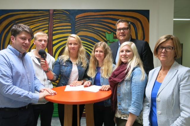 Die IGS Fürstenau zu Gast im Landtag: Ich durfte die Patenschaft im September 2014 im Rahmen des n21-Medienprojektes übernehmen. Hat viel Freude gemacht!