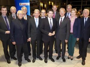 Geballte CDU-Kraft: Kreisvorsitzender Christian Calderone (7. von links), Ehrengast Norbert Röttgen (4. von rechts) und die weiteren Mitstreiter. Foto: Swaantje Hehmann