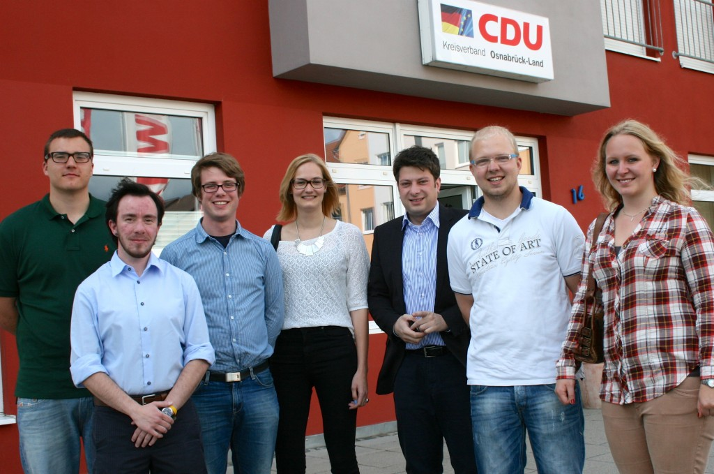 Start der Talentschmiede 2014: CDU-Kreisvorsitzender Christian Calderone (3. von rechts) begrüßte sechs Jugendliche aus dem Landkreis Osnabrück im Nachwuchsförderprogramm der CDU in Niedersachsen. Foto:CDU