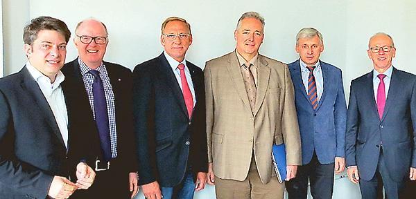 Diskutierten: Christian Calderone, Dr. Stephan Siemer, Franz-Josef Holzenkamp, Frank Oesterhelweg, Helmut Schnittker und Herbert Winkel (von links).