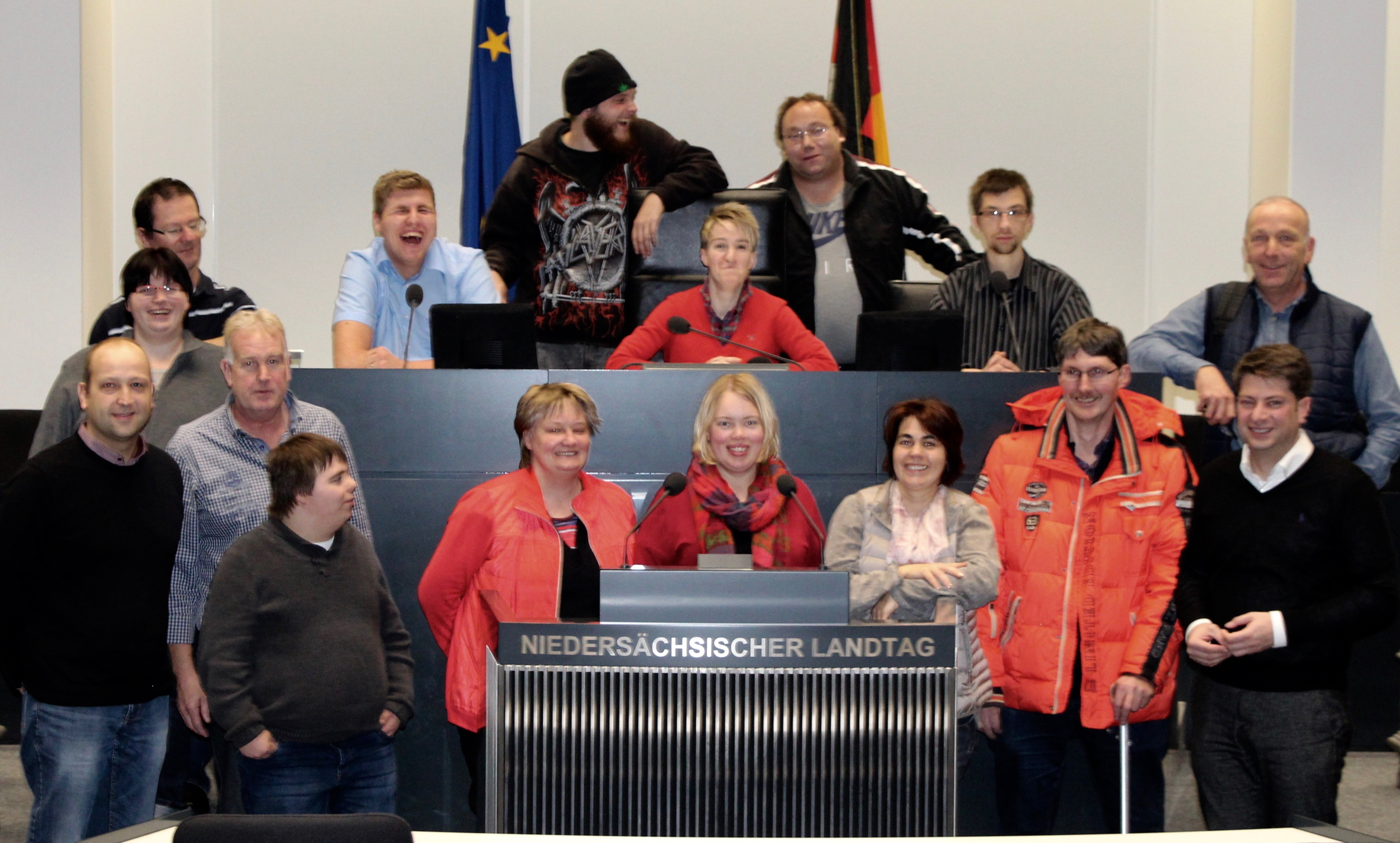 Zu Besuch im Landtag: Die HPH Bersenbrück zusammen mit Christian Calderone im Plenarsaal. Foto: privat