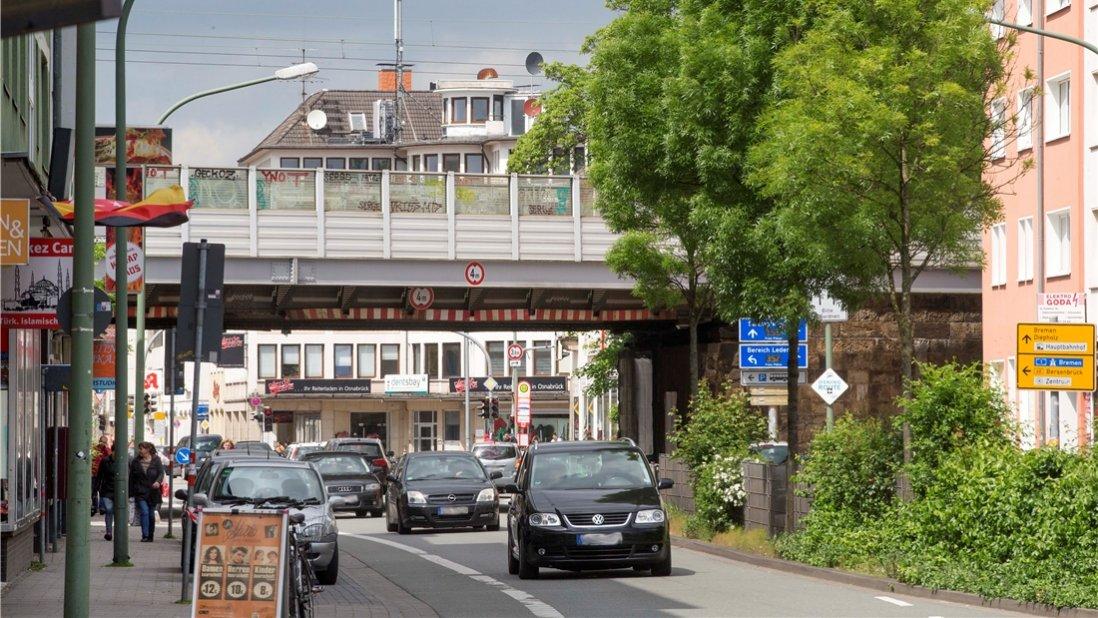 Die geplante Bahnstation am Rosenplatz steht weit oben auf der Prioritätenliste des Landes. Aber es hakt noch bei der Umsetzung. Foto: Jörn Martens