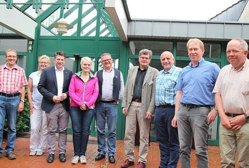 Landtagsabgeordneter Christian Calderone (3. von links) besuchte mit CDU Parteikollegen Suchtfachklinik für Männer St. Marienstift in Neuenkirchen-Vördern.