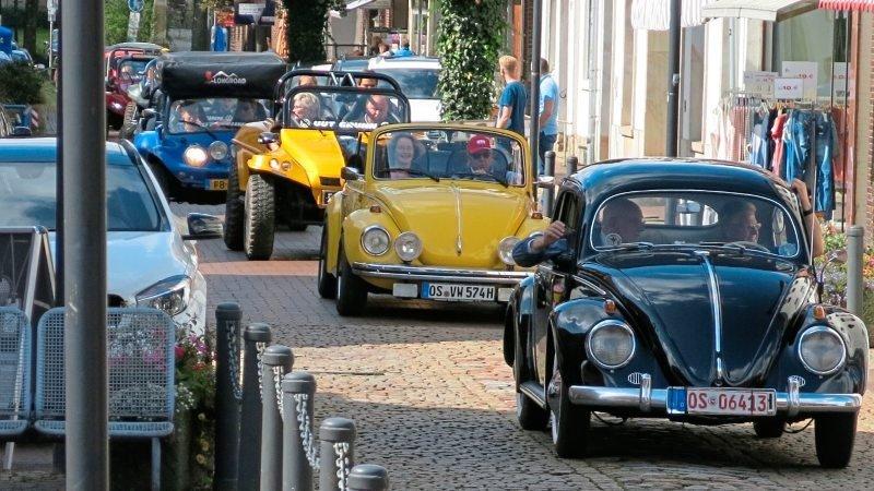 Traditionell fuhren die Teilnehmer des Käfertreffens durch die Große Straße.