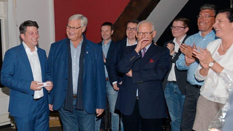 Bleibt in Hannover: Christian Calderone (links) verteidigte im Wahlkreis Bersenbrück sein Direktmandat für den Niedersächsischen Landtag.
