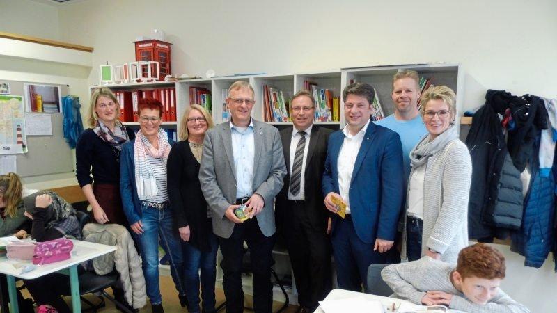 Insel-Lernen an der von-Ravensberg-Schule Bersenbrück machte Johannes Koop, Horst Baier und Christian Calderone neugierig (Mitte, von links).