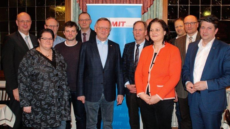 """Auch als """"Netzwerker"""" verstehen sich die Vorstandsmitglieder der Mittelstandsvereinigung (MIT) Artland mit ihrem Vorsitzenden Dietrich Keck (Sechster von links)."""