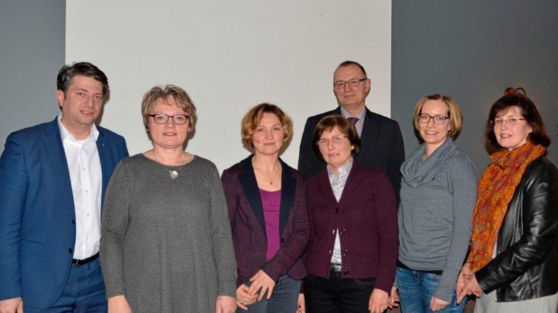 Am Neujahrsempfang der Frauenunion nahmen MdL Christian Calderone, FU-Kreisvorsitzende Cornelia Hesselmann, Emma Weiss (stellvertretende Bürgermeisterin Quakenbrück), Matthias Brüggemann (Bürgermeister Quakenbrück), Elisabeth Buntenkötter (stellvertretretende FU-Kreisvorsitzende), Ann Kristin Schneider (Gleichstellungsbeauftragte der Samtgemeinde Artland) und Marion Haidukiewitz (Vorsitzende FU Artland, von links) teil.