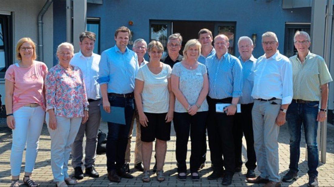 Pflegedienstleiterin Irene Kathmann (vorne, dritte von rechts) informierte ihre Besucher über das Konzept der Pflegeeinrichtung St. Katharina in Thuine.