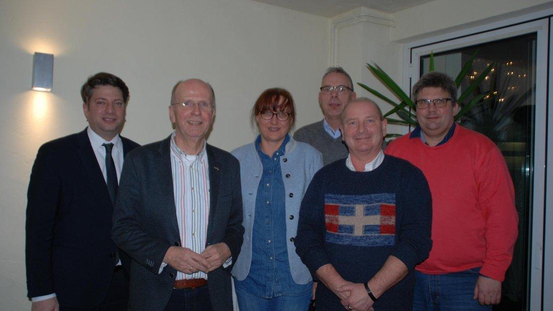 Die CDU Dissen hat ihren Vorsitzenden Heiner Prell (2. v. links) wiedergewählt. Des Weiteren auf dem Foto zu sehen sind Christian Calderone, Meike Krüger, Ralf Dieckman, Michael Kraak und Peter Lippold (v. links n. rechts).
