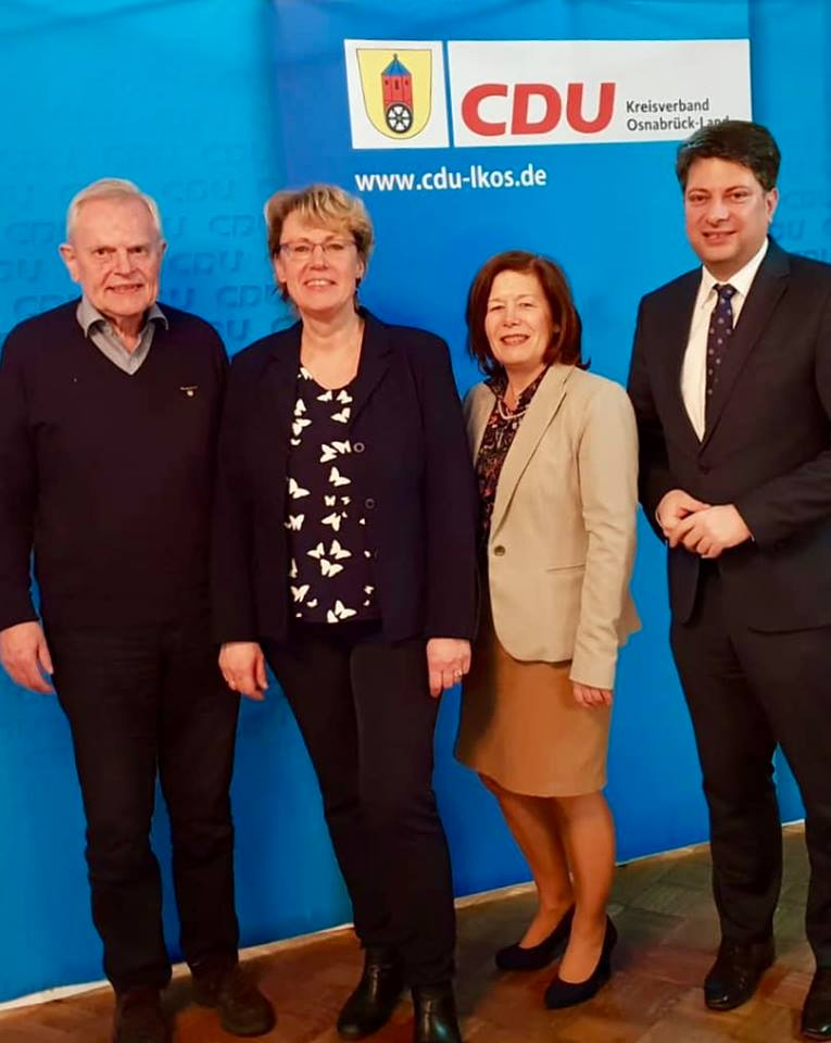 Ministerin Barbara Otte-Kinast (2. von links) auf Einladung des CDU-Kreisverbandes Osnabrück-Land in Merzen. Hier mit Merzens Bürgermeister Gregor Schröder, mit Samtgemeindebürgermeisterin Hildegard Schwertmann-Nicolay und dem CDU-Kreisvorsitzenden Christian Calderone, MdL (von links)