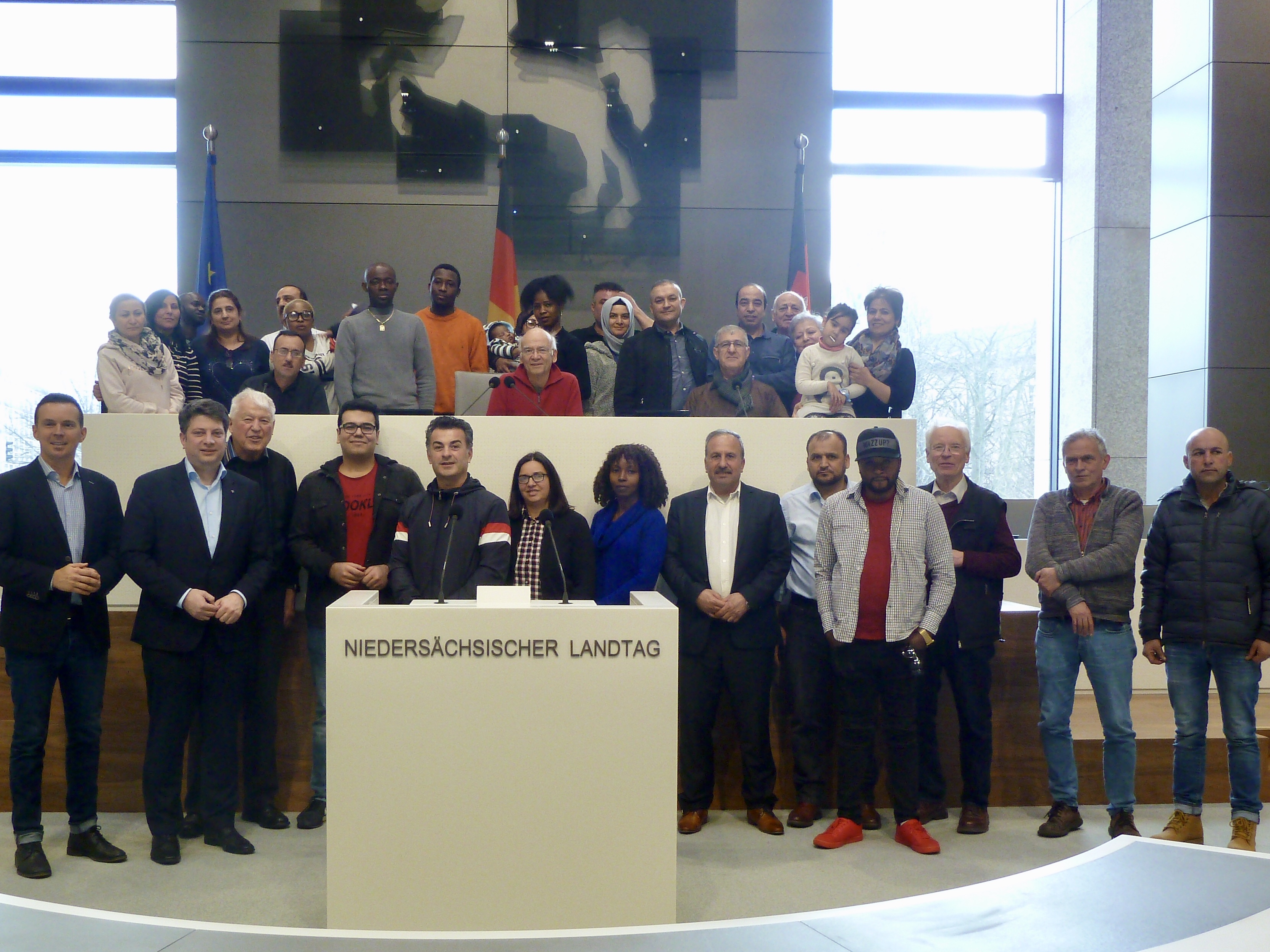 """""""Erstorientierungskurs"""" zu Gast im Niedersächsischen Landtag: Landtagsabgeordneter Christian Calderone begrüßte die Gruppe auf Initiative von Zeljko Dragic in Hannover."""