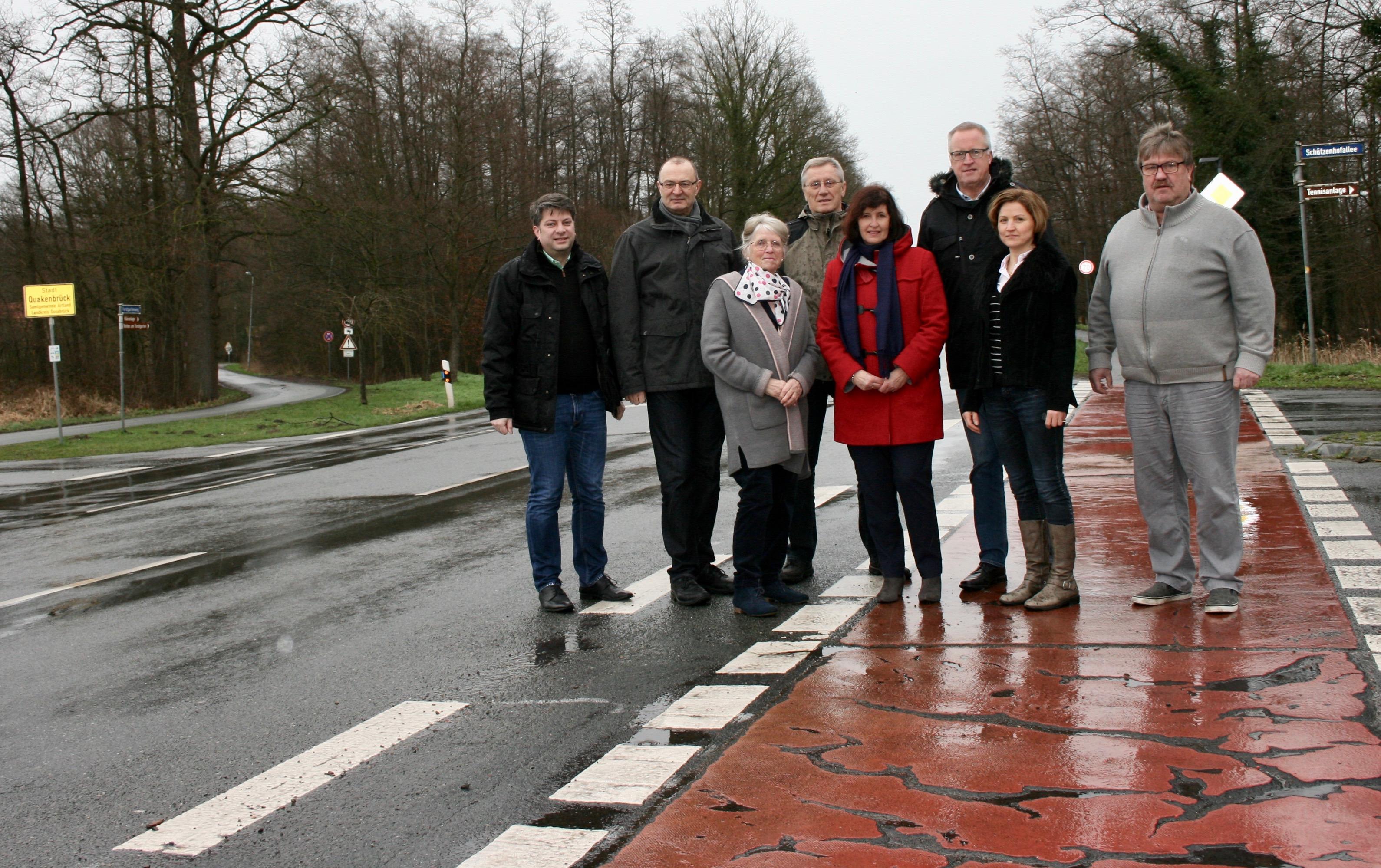 Vor-Ort-Termin an der Kreuzung Wohldstraße/Schützenhofallee/Meyerskamp: Die Planungen für den Kreiselneubau am Ortseingang Quakenbrücks laufen in diesem Jahr an. 2020 soll nach dem Willen der CDU gebaut werden.