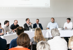 Foto: v.l.n.r. Helge Limburg (Grüne), Rainer Sobota (BdB Bundesvorstand), Jan Schütte (Moderator), Dr. Marco Genthe (FDP), Ulf Prange (SPD), Christian Calderone (CDU) (c) Franz Bischof